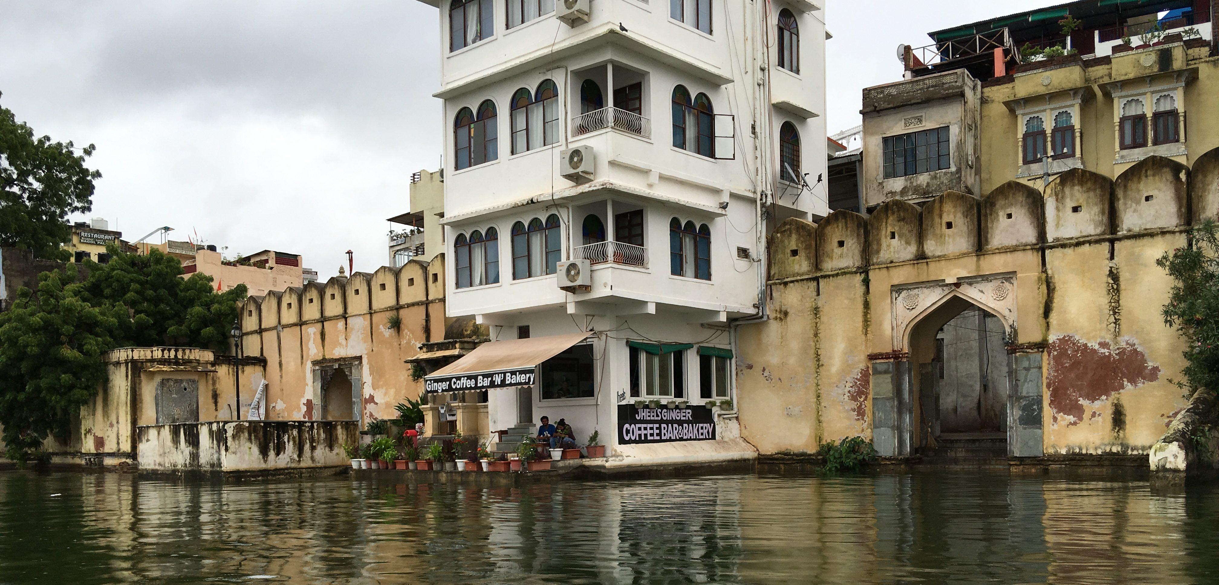 Empfehlenswertes Cafe am Lalghat.