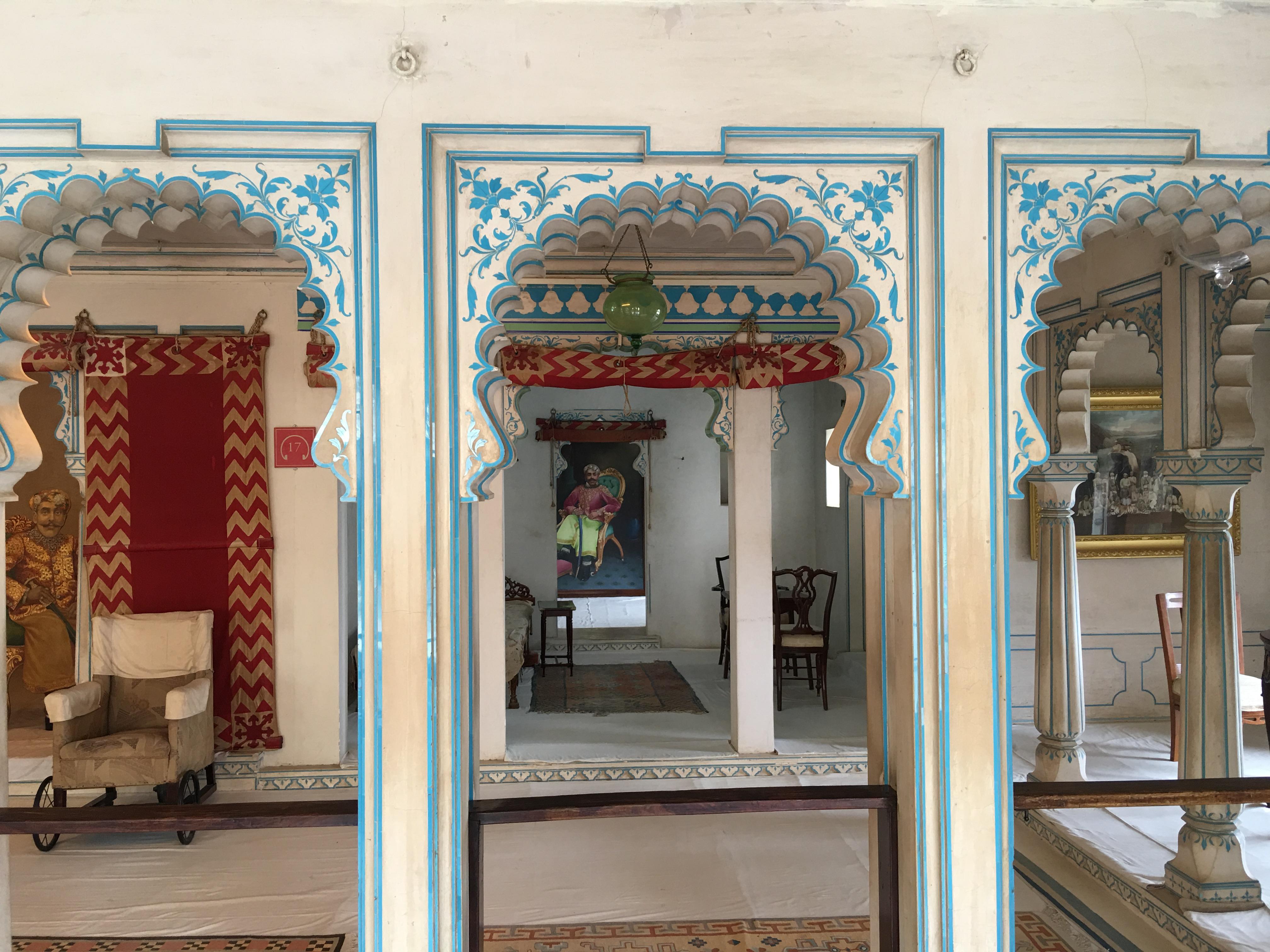 ...und das kleine maharanabett hinten links...
