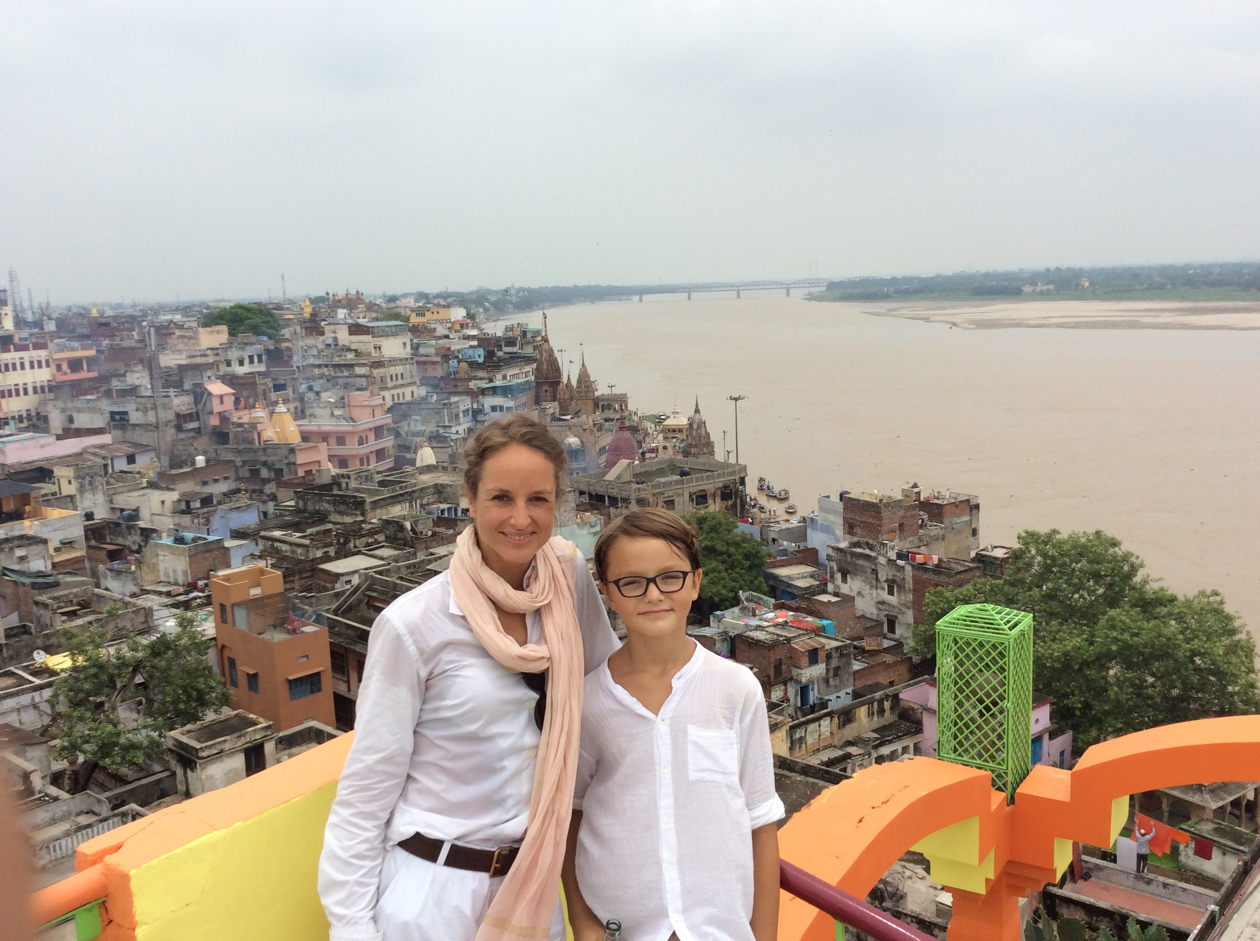 Auf dem Dach des Pooza Guest House auf eine Cola-Pause mit atemberaubendem Blick über diese Wahnsinns-Stadt.
