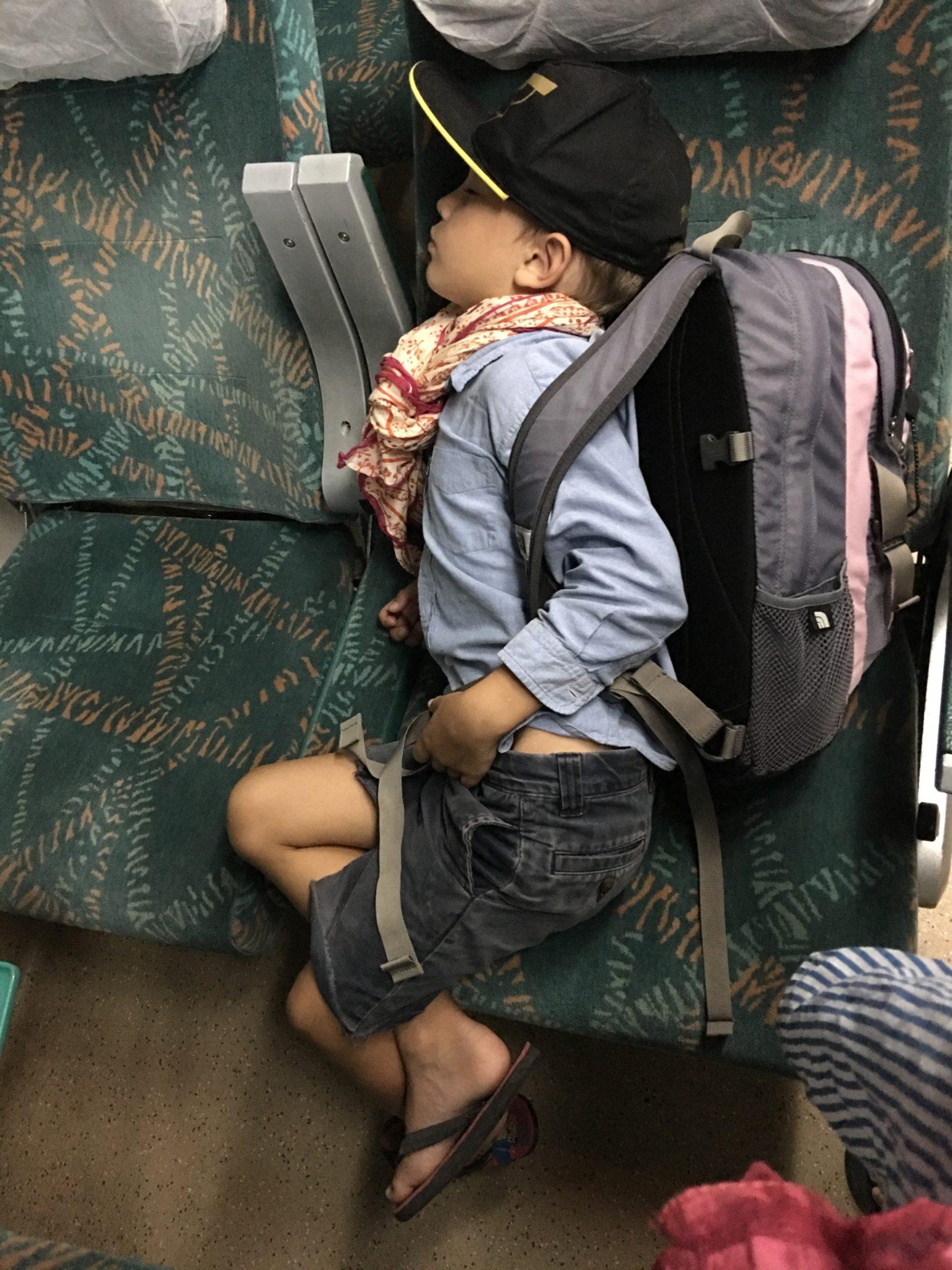 Moi! 5 Minuten vor Ankunft beim Eintuckern in den Bahnhof von Jaipur mit schon geschulterem Rucksack eingeschlafen.