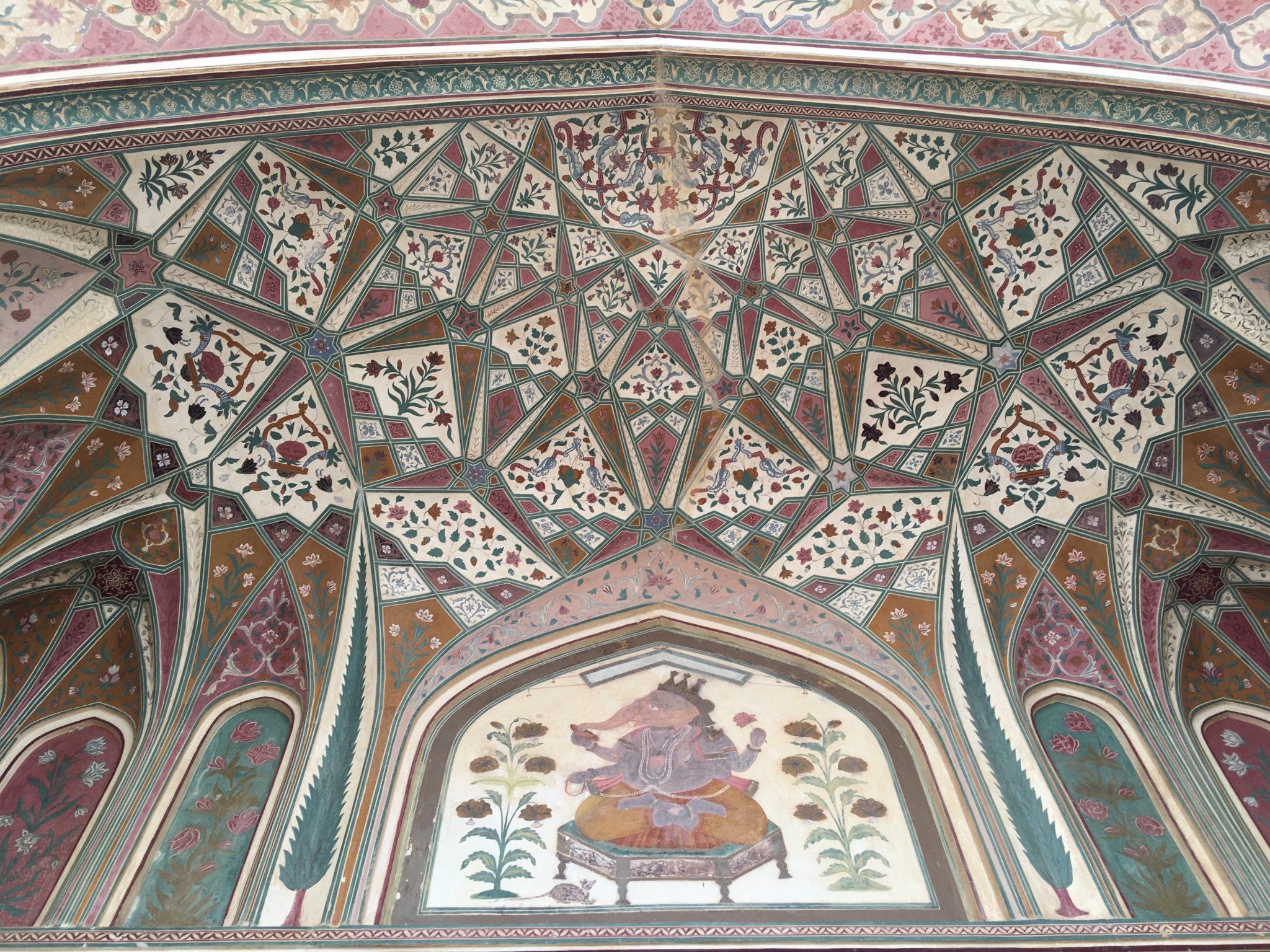 Ganesha vereint mit arabischer Kuppel-Kunst.