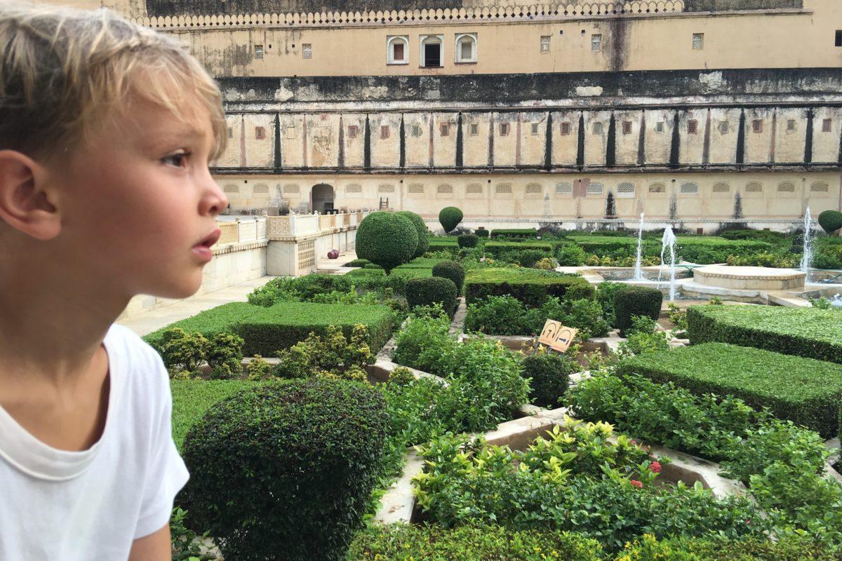 Durch ausgeklügelte Bewässerungsanlagen Springbrunnen in den Palastgärten.